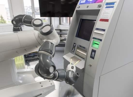RobotYuMi®umožňujenepřetržitétestováníbankomatů